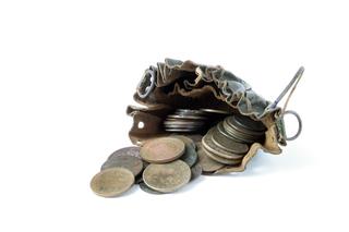 Silbermünzen in einem Säckchen